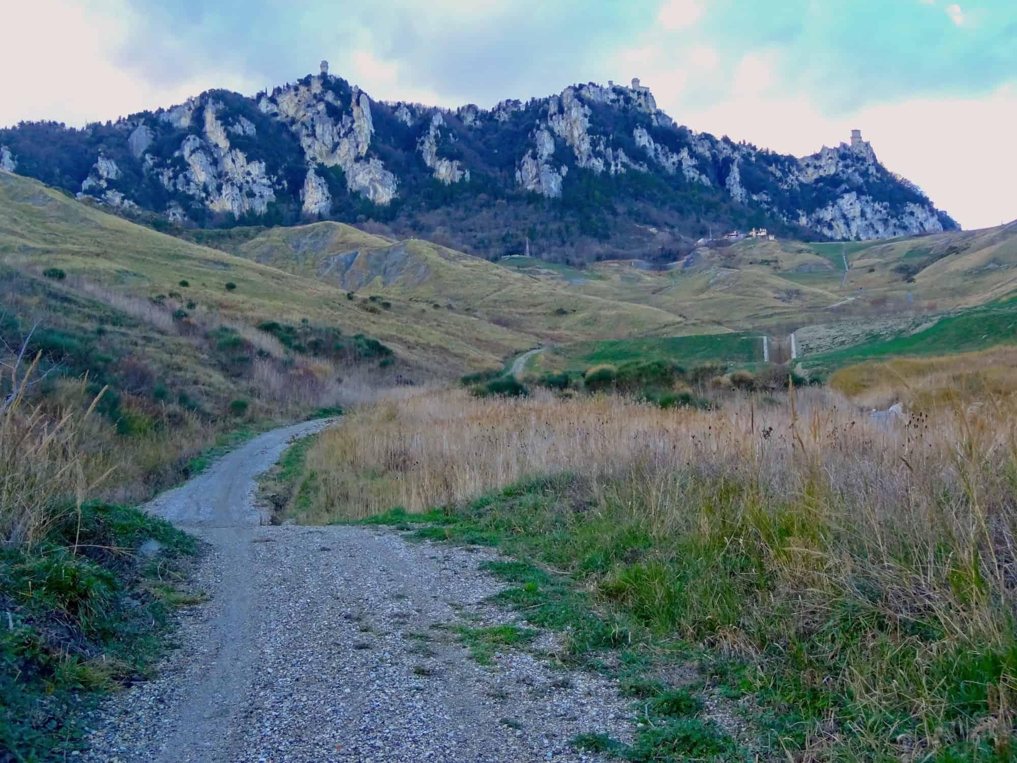 carta dei sentieri visite guidate guide turistiche rete sentieristica cammino del titano cai trekking camminata passeggiata percorsi itinerari repubblica di san marino