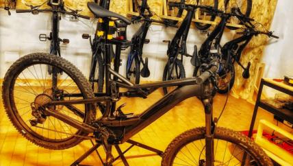 deposito ricarica bicicletta mtb mountain bike ebike road san marino riviera rimini montefeltro riccione cattolica visite guidate guida turistica audioguida audio funivia