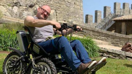 veicolo per disabili guide turistiche san marino visite guidate guida turistica zooma triride carrozzina sedia rotelle disabilità mobilità sostenibile elettrica quad accompagnatore funivia gratis