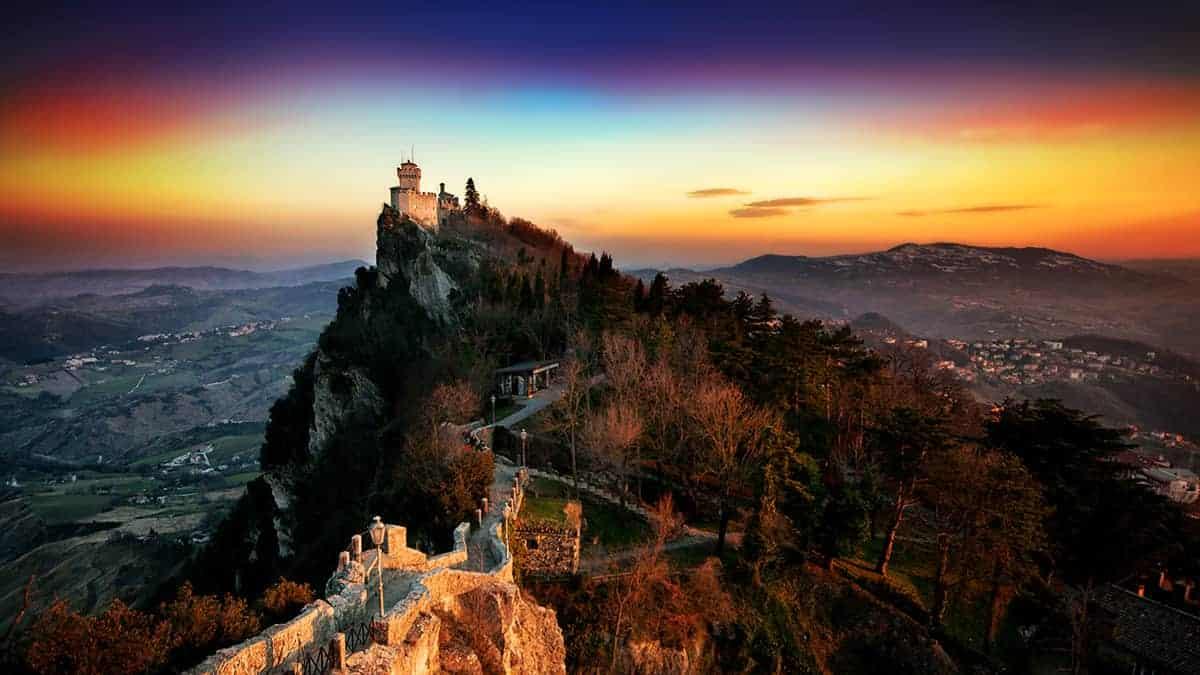 Tour-Romantico-San-Marino-aperitivo-righi-michelin-panorama-amore-outdoor-rimini-emilia-bike-passeggiata-visita-turistica-guida.jpg